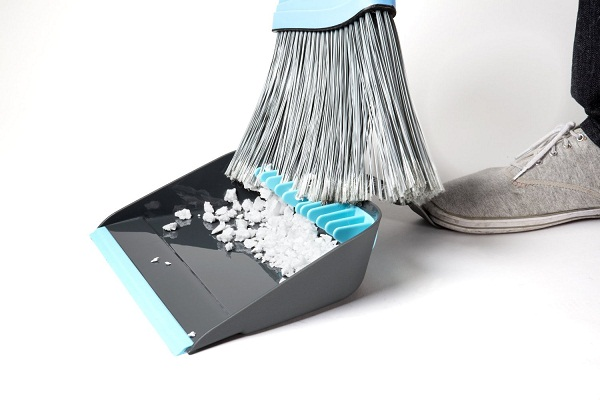 Clean freaks rejoice, for the Broom Groomer Broom Dustpan exists!