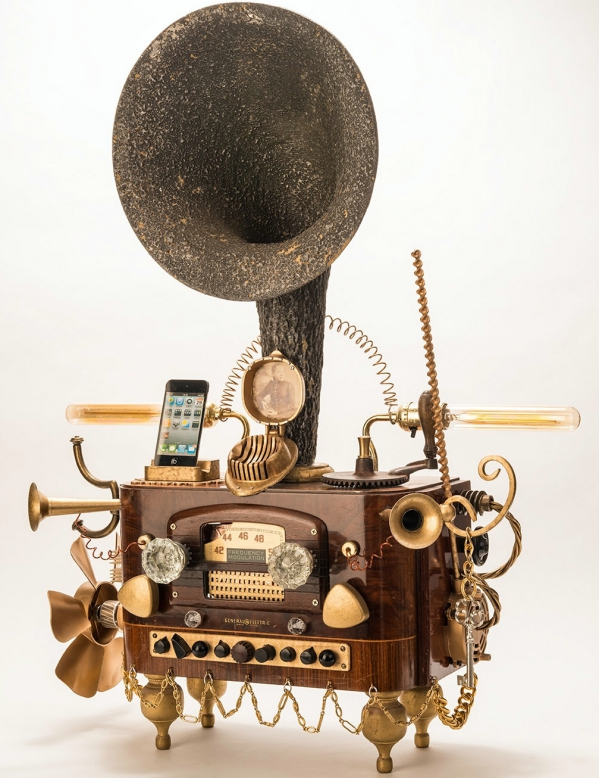 steampunkgramaphonedockforsmartphones2 Steampunk Gramophone Dock For Smartphones   why settle for dull grey when youve got this around?