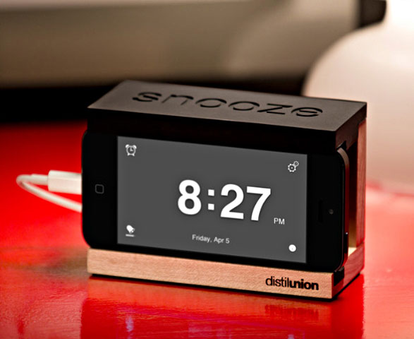 Snooze iPhone Dock – instantly convert your iPhone into a regular bedside alarm clock