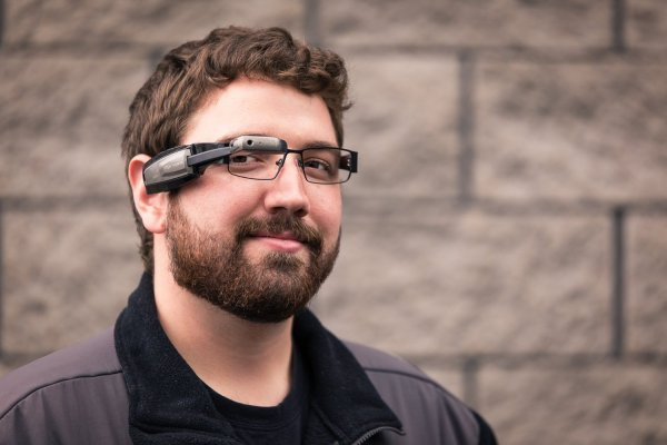 Vuzix M100 Smart Glasses – give your eyes a RoboCop upgrade