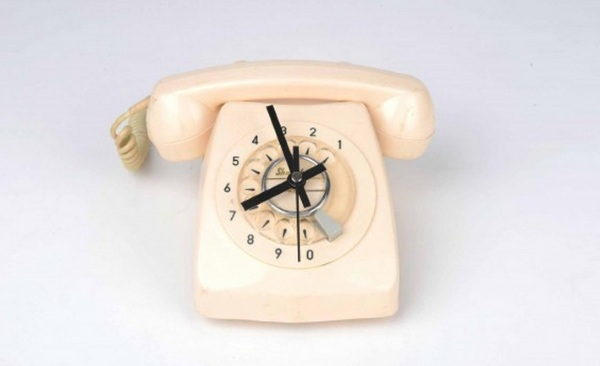 Telephone Clock – retro upcycled clock makes you question your life