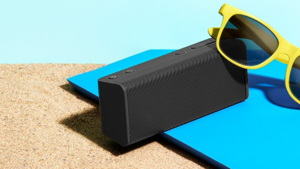 Ohm – a portable speaker and charger dock for busy people