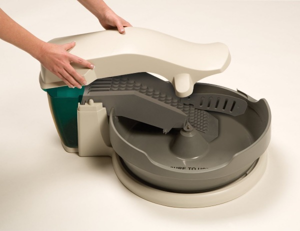 Simply Clean Litter Box System – clean the cat bin without touching it