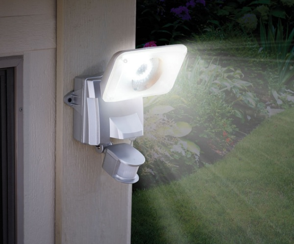 Solar Powered Wide Angle Security Light – keep darkness at bay with this outdoor light
