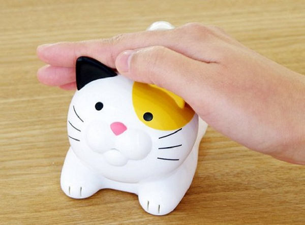 Nyankei Speaking Cat Thermometer – this cute cat will give you the weather (in Japanese)