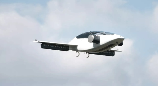 Lilium Jet – takes off like a helicopter, flies like a plane