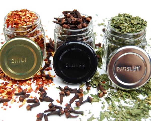 Hexagon Glass Spice Jars – check out these awesome magnetic spice jars