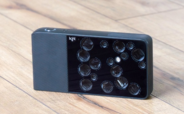 L16 – this camera is the size of a smartphone but says it can challenge a DSLR
