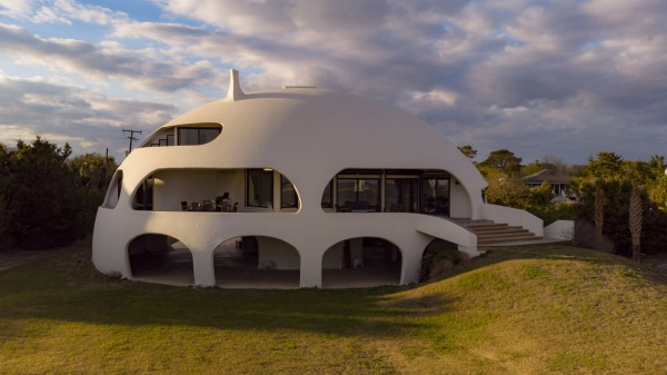 Eye of the Storm – check out this hurricane proof home