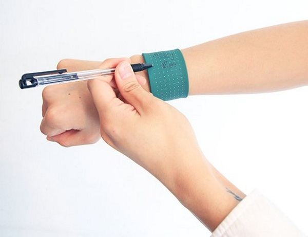 WEMO – the bracelet that will help you keep track of things
