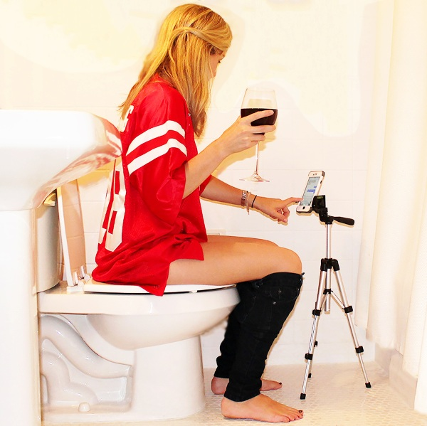 Potty Texter – the smartphone tripod for your bathroom