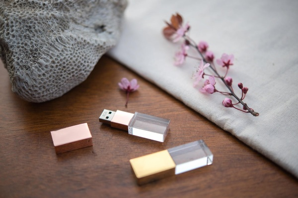 Crystal USB – check out this pretty flash drive