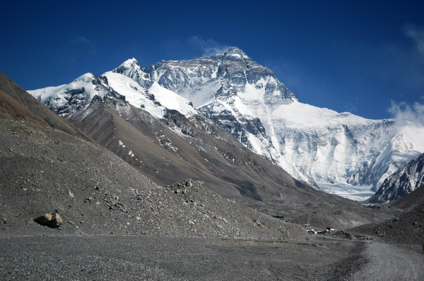 Mt. Everest is Melting – bodies are resurfacing and that's very bad news