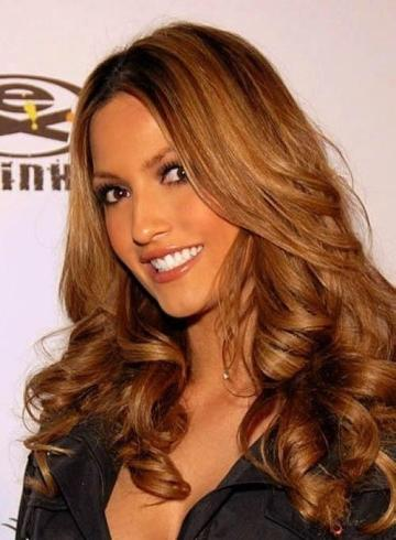 Sunkissed highlights in brown hairstyle