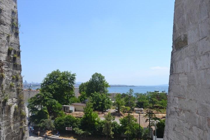 pemandangan dari salah satu jendela di hagia sophia