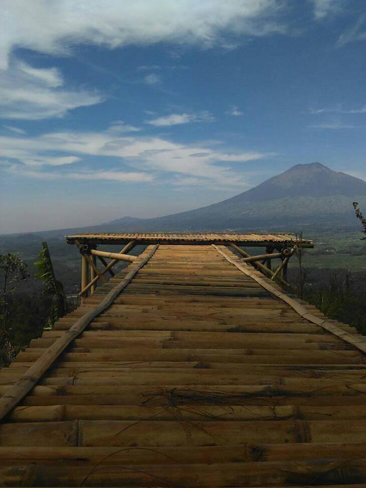 Gunung Beser dengan latar belakang Gunung Sumbing
