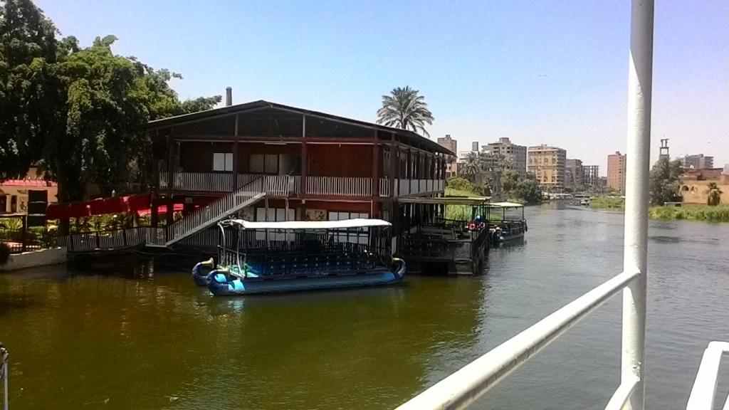 Naik kapal keliling Pharaonic Village, Kairo