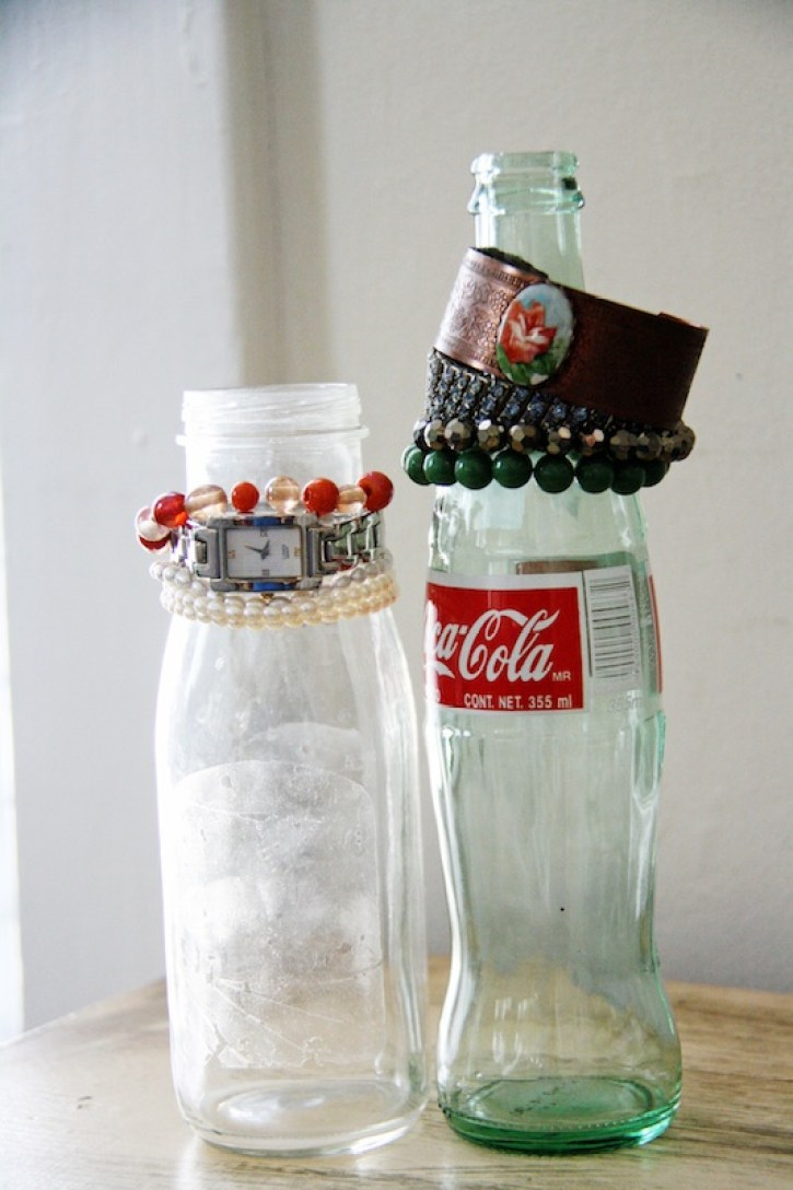 Glass Bottle Bracelet Holders | redleafstyle.com