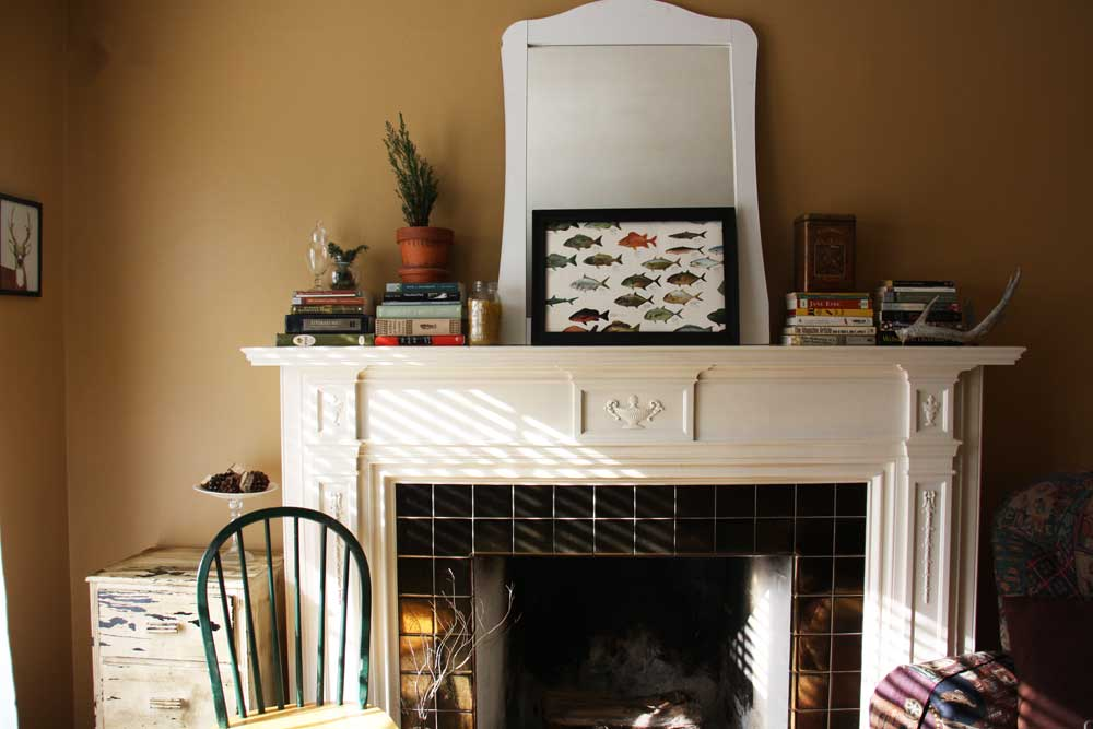 Fireplace mantle display | redleafstyle.com