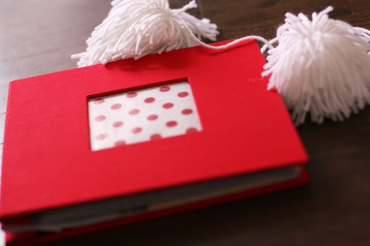 DIY Project: Christmas Card Scrapbook | redleafstyle.com