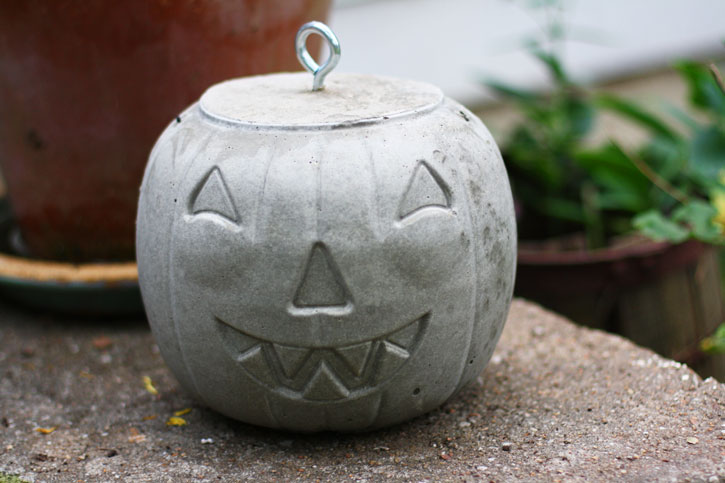 How to Make the Ultimate Concrete Jack-O-Lantern for Halloween | redleafstyle.com