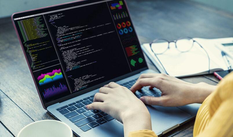 java-programmer-python-dev-935x572