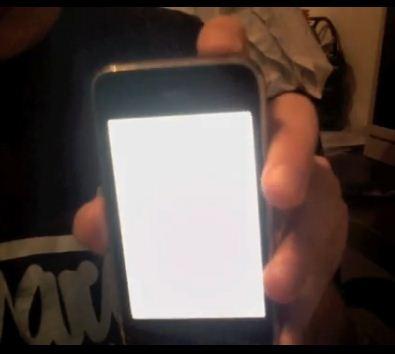 iPhone OS 4 Flashlight Mode