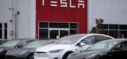 Tesla Considers $5 Billion Sale of Stock Amid Challenges for German Gigafactory