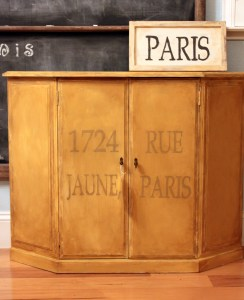 J'aime le lundi – Happy Happy Joy Joy, Yellow Cabinet