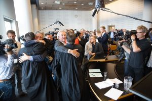 After the verdict against the Dutch government. Foto: Chantal Bekker / Urgenda