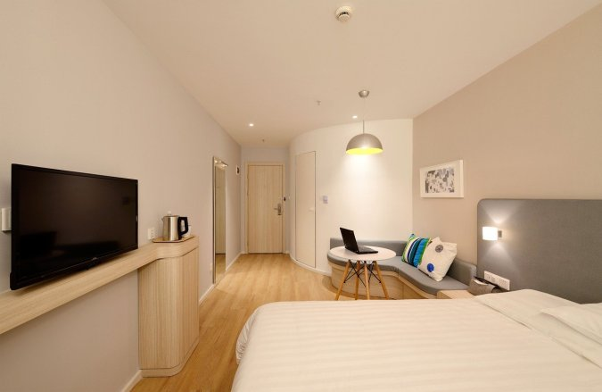 Serviced apartments are one of my favorite places to stay. There is nothing else that quite compares.