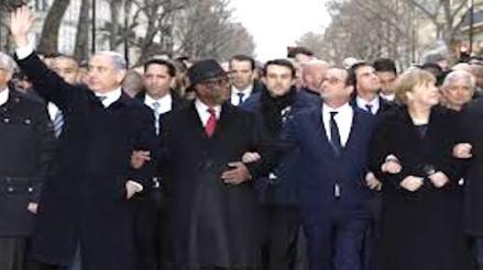 Netanyahu waving at Paris demonstration