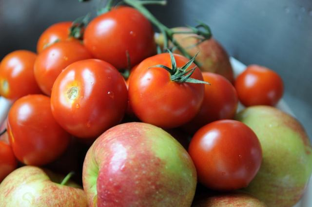 apples tomatoes