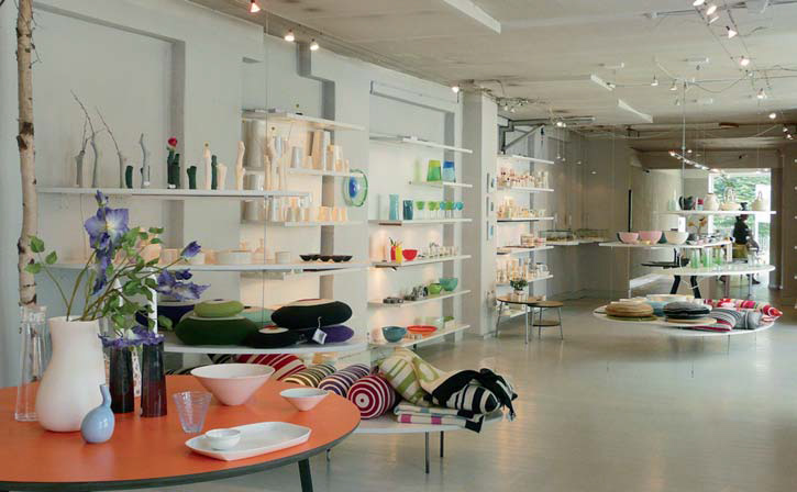 Handgefertigtes Design bekommt man im Designer Zoo. Ob Möbel, Kleidung, Keramik oder Schmuck, alles gibt's unter einem Dach