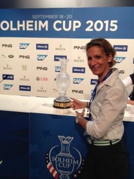 Darum geht's die nächsten 3 Tage. In echt sieht der Cup viel kleiner aus, findet LADY GOLF-Chefredakteurin Christina Feser.