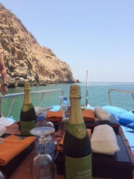 Bootsausfahrt zum Schnorcheln ... Mit Lunch an Bord - sehr lecker: der Dattelsekt, natürlich alkoholfrei.