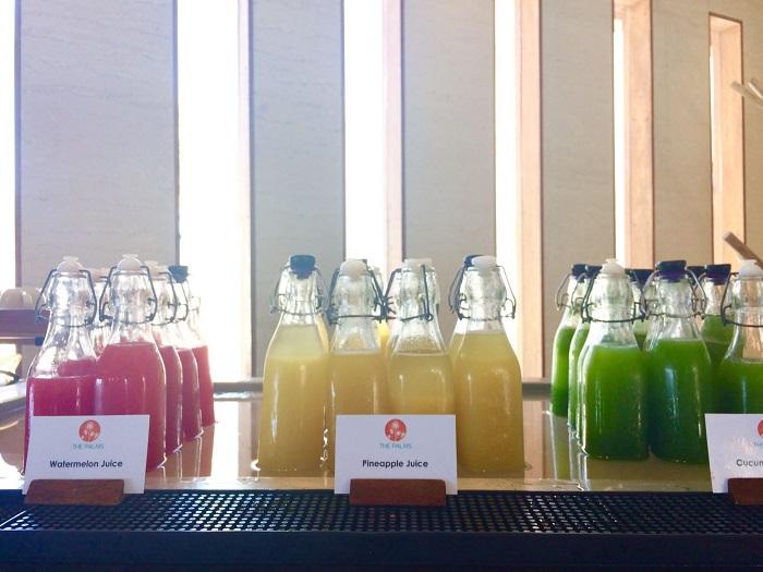 Sehr gesund - jeden Morgen gibt es frisch gepresste Säfte: Wassermelone, Gurke, rote Beete und Ananas.