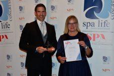 Jörg Müller-Loennies und Antje Weger vom Sonnenalp Resort, Gewinner in der Kategorie Spa Team