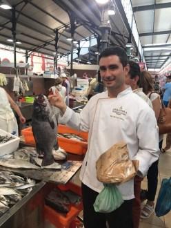 Mit Sous Chef Luis Cristina war Susanne auf dem Markt in Loule.