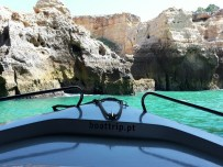 Bei einem Boat Trip kann man hier in die verschiedenen Höhlen fahren.
