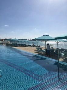 Vom Retreat aus genießt man die Aussicht von der Palme auf Dubai.