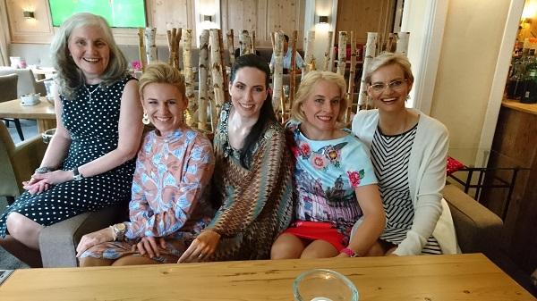 Die fünf Damen verstanden sich auf Anhieb.