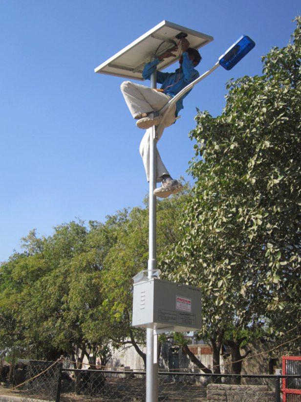 redsun-solar-street-light-service-03