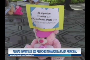 500 PELUCHES TOMARON LA PLAZA PRINCIPAL DE TARIJA
