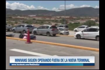 MINIVANS SIGUEN OPERANDO FUERA DE LA TERMINAL
