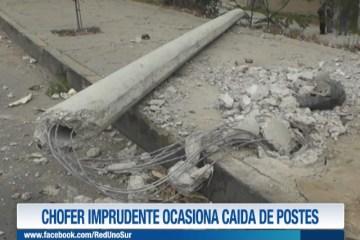 CHOFER IMPRUDENTE OCASIONA CAÍDA DE POSTES
