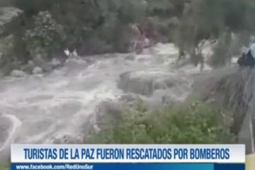 TURISTAS DE LA PAZ FUERON RESCATADOS POR BOMBEROS