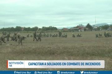 CAPACITAN A SOLDADOS EN COMBATE DE INCENDIOS