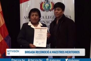 BRIGADA RECONOCIÓ A MAESTROS MERITORIOS