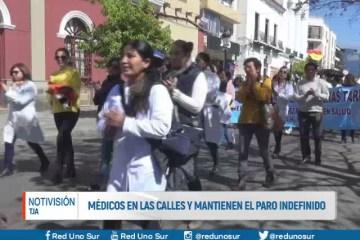 MÉDICOS EN LAS CALLES Y MANTIENEN EL PARO INDEFINIDO